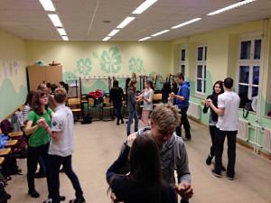 Schüler beim tanzen